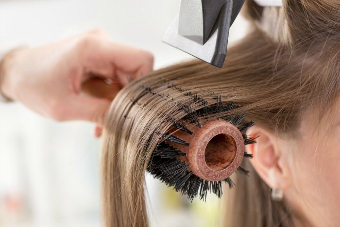 round-brushing-hair-by-stylist