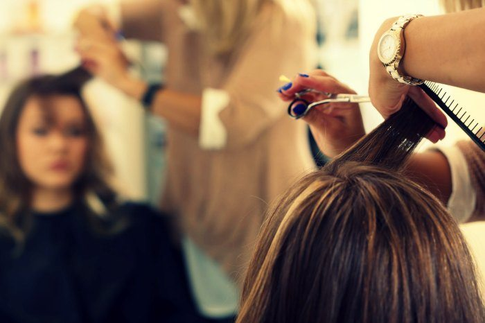 hair stylist clipping hair